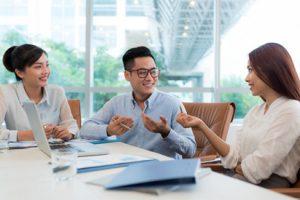 (Dari kiri ke kanan Helen-Sekretaris, Rafael-Direktur, Cindy-Content Creator)